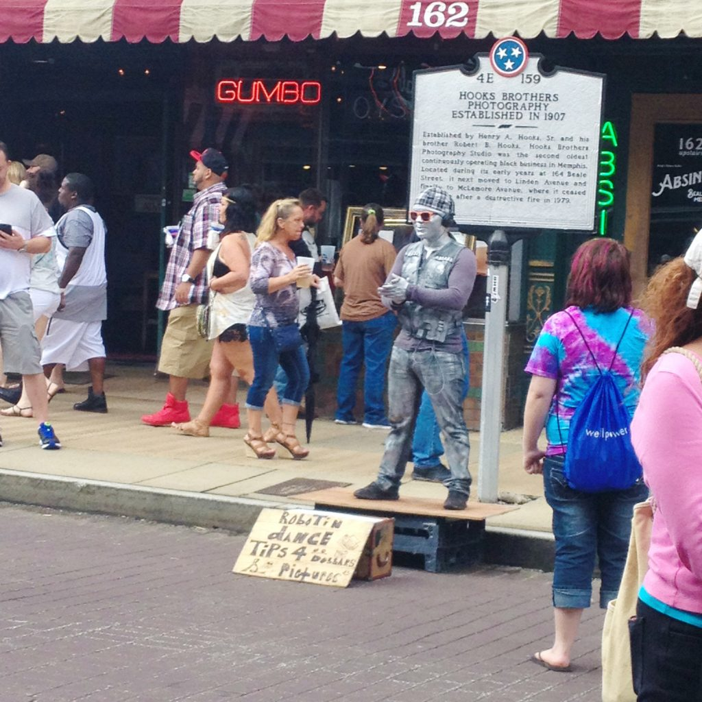 Memphis, Tennessee Travel Guide | Beale Street Performer