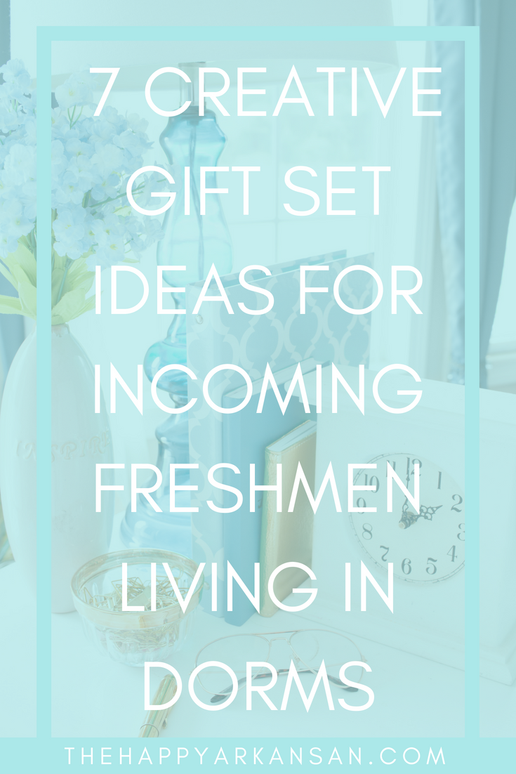 7 Creative Gift Set Ideas For Incoming Freshmen Living In Dorms | Do you have any friends or family members who will be staying in a dorm soon? Check out my gift set guide so you can add some joy and practicality to their first year living the dorm life. #GiftGuide #GiftsForCollegeStudents #DormGiftIdeas #DormGiftGuide