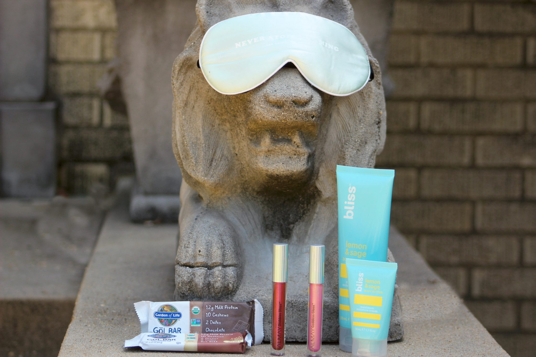 AD; 5 Essentials Every College Student Needs This Fall   Today on the blog I am sharing what was in my Fall InfluenceHer Collective box. All these goodies are essential for college students, so don't hesitate to get these items for yourself.