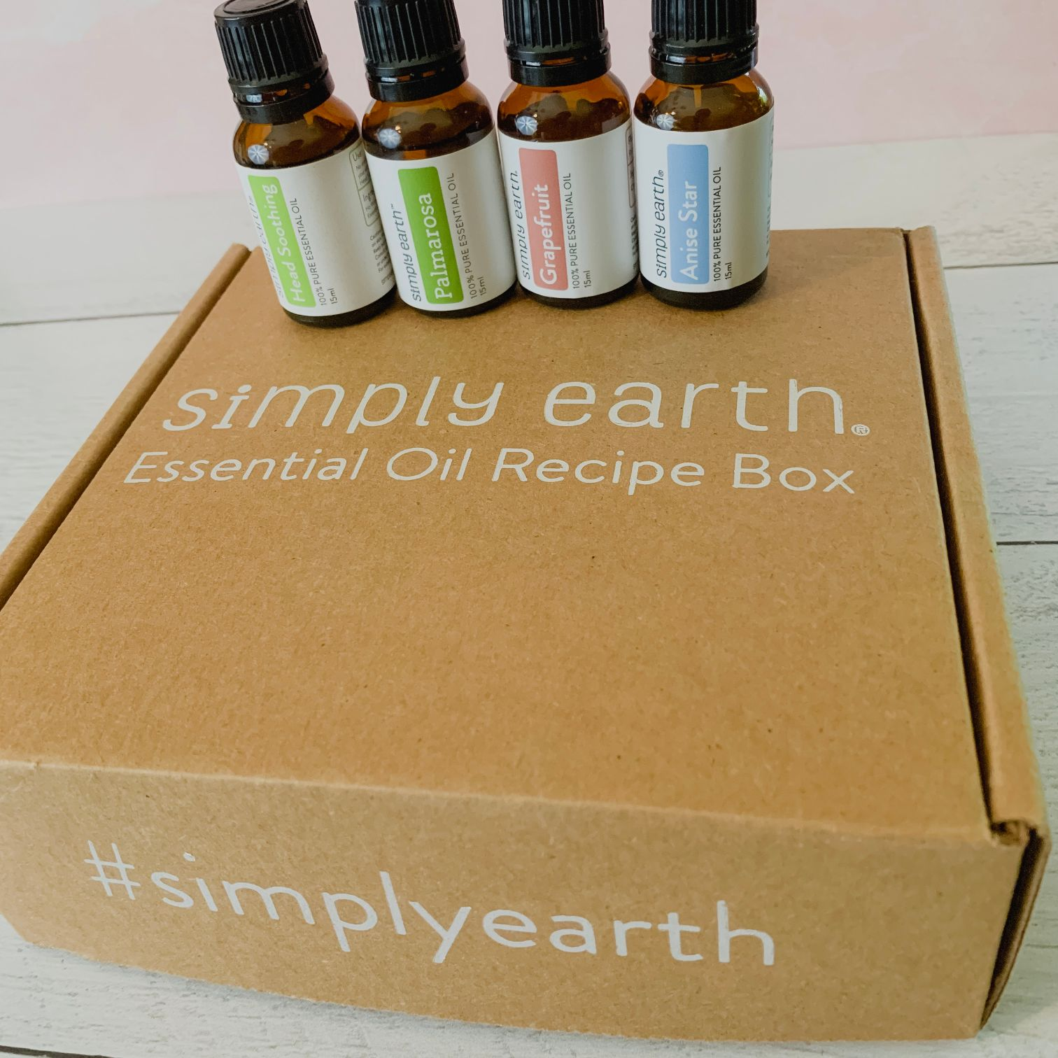 #Affiliate: Finding The Perfect Summer Essential Oils With Simply Earth | Essential oils are great any time of year. Do you want to know the best essential oils for summer? Read my post with Simply Earth for everything you need for a perfect summer and a home that's natural and smells delightful. #EssentialOils #FromSimplyEarth