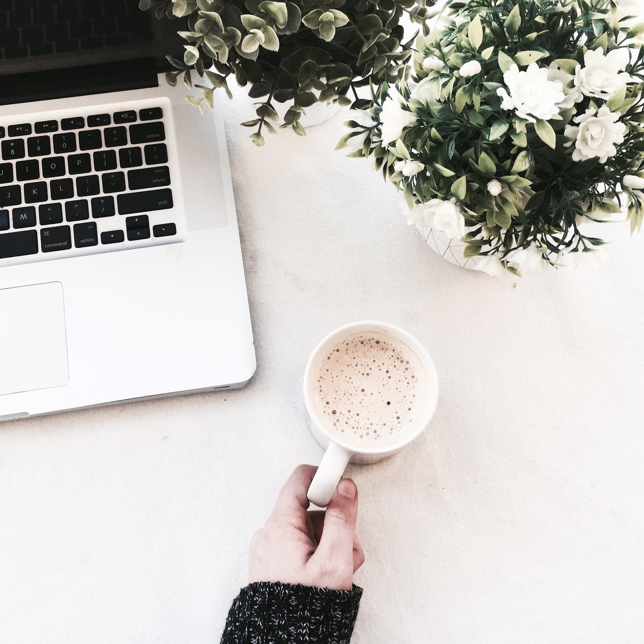 How To Fight Overwhelm As A New Blogger | Is starting a new blog getting you down? Starting anything new can be overwhelming, and blogging doubly so. Most of us don't know a ton of bloggers in our day-to-day lives, so we don't have anyone to turn to when it comes to dealing with it all. Click through for my best tips on battling overwhelm so you can take your blog to the next level. #Blogging #BlogAdvice #BloggingAdvice