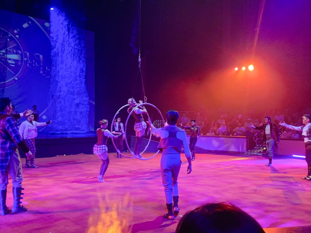 A picture of performers setting up for their next act during LUNARO.